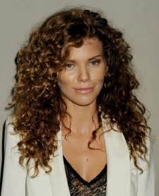 Naturally Curly Hairstyles for Long Hair