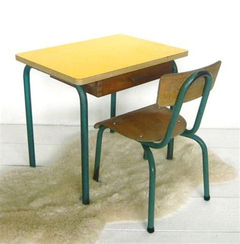 chaise d ecole petit bureau d 39 école et sa chaise j 39 ai trouvé ma table
