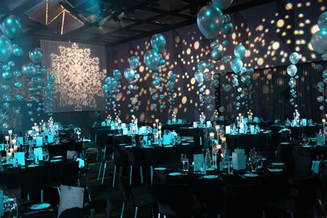 Underwater Decorations - balloon centrepieces which create amazing centrepieces and