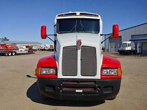2005 Kenworth T600 Sleeper Semi Truck