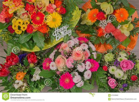 buon compleanno testo mazzo fiore con il buon compleanno testo