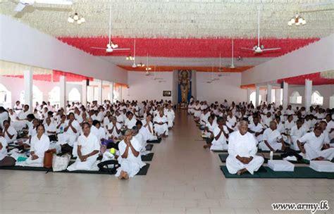 hundreds observe sil  full moon poya day sri lanka army