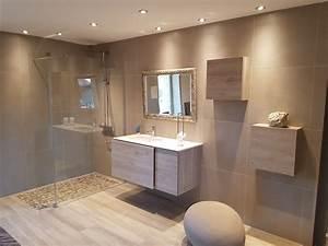 salle de bain chez nivault a caen With carrelage adhesif salle de bain avec douchette couleur led