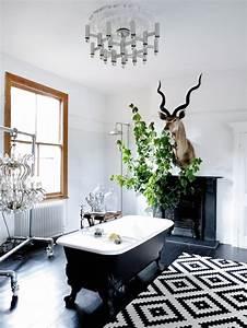 Cool idees pour le tapis de salle de bain original for Tapis salle de bain noir et blanc