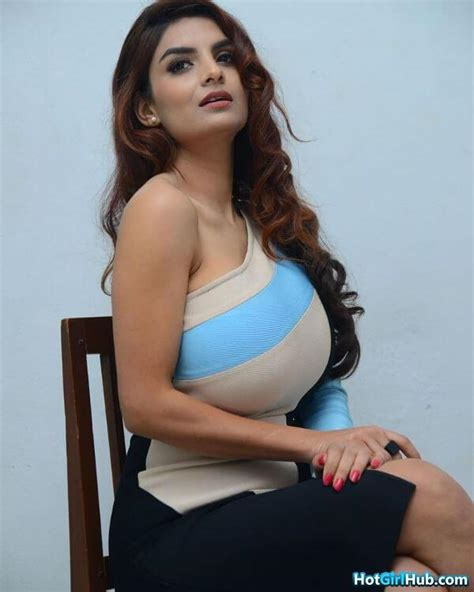 Sizzling Hot Desi Indian Teen Girls With Big Tits 14 Photos