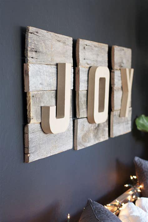 reclaimed wood diy christmas sign kristi murphy diy blog