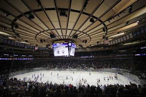 Badgers men's hockey: Chance to play at Madison Square ...