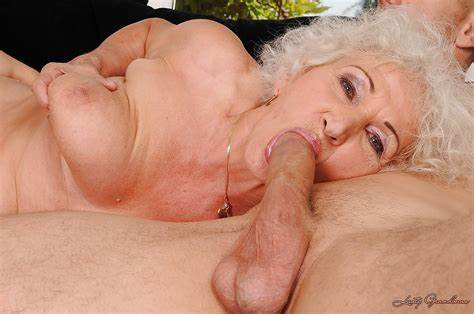 Granny Hippie With Face Fatty Granny With Giant Jugs Lets Banged And Cumming Over