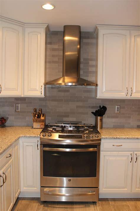 Kitchen Range Backsplash by Range With Chimney Images Search Range And