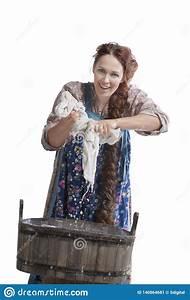 Lavaggio Della Mano In Vasca Di Legno Immagine Stock