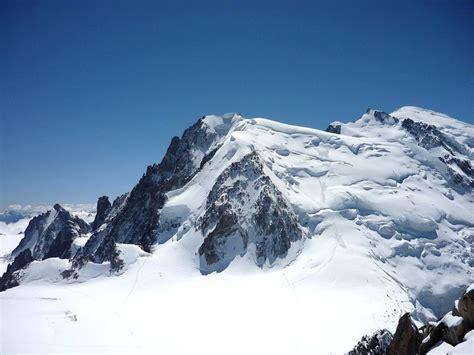 mont blanc du tacul mer de glace chamonix le glacier des bossons la grotte de glace et la