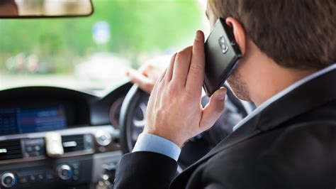cell phone use while driving how to use your mobile phone while driving motoringbox