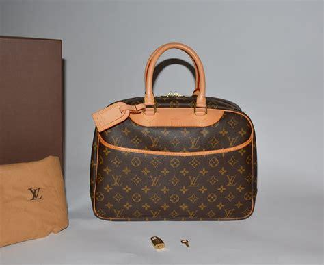 authentic louis vuitton monogram canvas deauville box dust bag  tag lock key