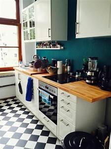 Fliesen Küche Wand : gem tliche k che in k lner altbau mit dunkelblauer wand und schwarz wei en fliesen ~ Orissabook.com Haus und Dekorationen
