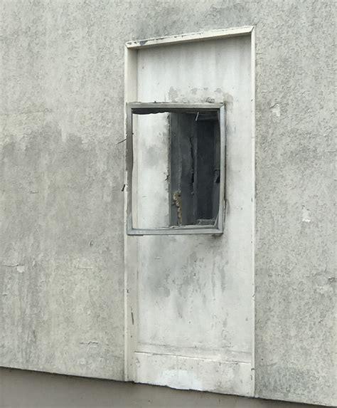 bureau poste nimes nîmes une salle des dépôts de la poste du quartier du