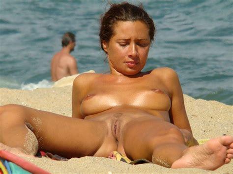 Spread Legs On Nude Beach Nude Girls At The Beach Luscious