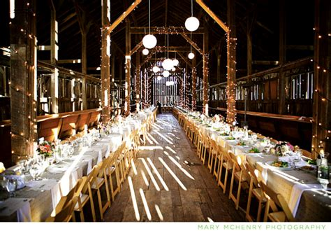 Barn Wedding Light Decoration Idea