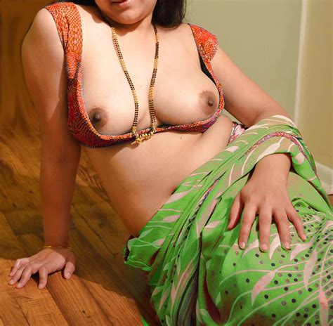 Sexy Indian Aunty Saree 32 Pics Xhamster