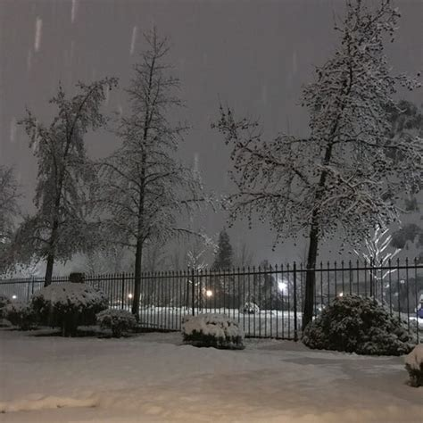 redding snow causing power outages school closures