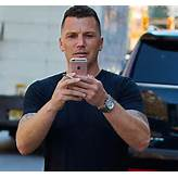 Sean Avery gets into Twitter war with homeless man after ...