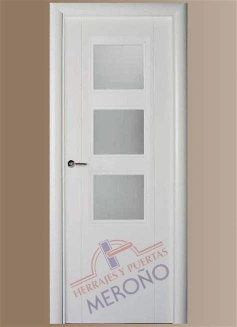 puertas lacadas blancas en interiores mod
