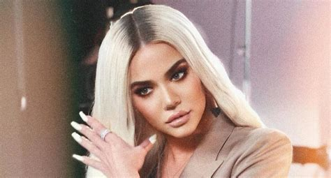 Khloé Kardashian Enternece A Fanáticos Con Fotografías