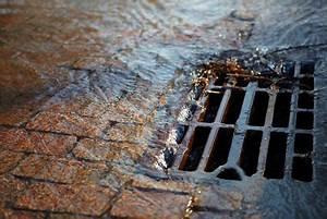 Spese per la pulizia dei pozzi neri e danni dalle condutture: il proprietario c'entra ben poco