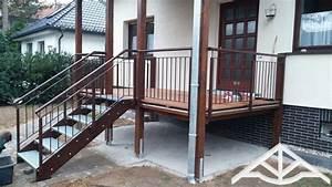 Erhöhte Terrasse Bauen : erh hte terrasse aus bangkirai mit holztreppe und au entreppe treppe in 2019 pinterest ~ Orissabook.com Haus und Dekorationen