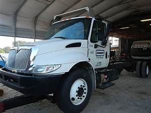 2006 International 4300 Dt466 M  T