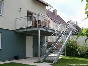 Was Kostet Ein Anbau : balkon mit treppe anbauen wohndesign und m bel ideen ~ Lizthompson.info Haus und Dekorationen