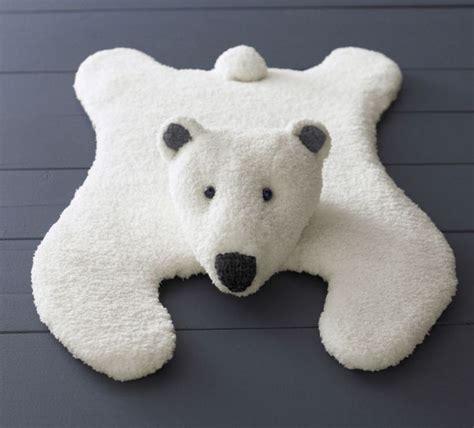 les 25 meilleures id 233 es de la cat 233 gorie tapis peau ours sur tapis d ours lits de