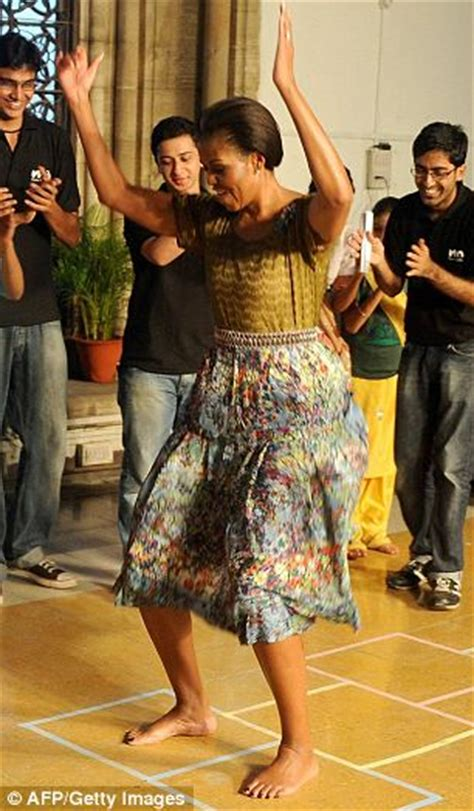 michelle obama  mid air outfit change  india