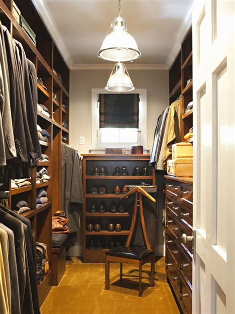 small walk  closet ideas  optimizing  minimalist