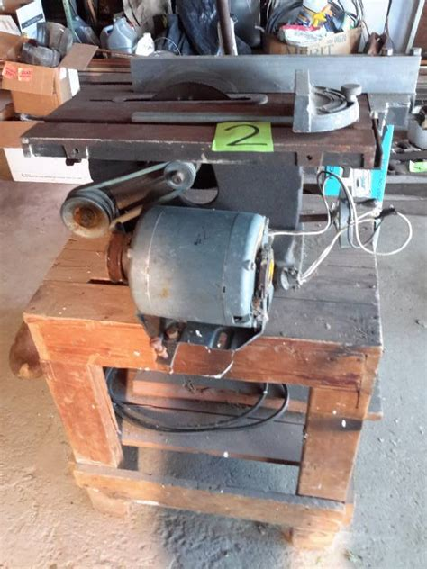 tomlee table    assembly untested ne