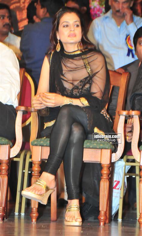 Amisha Patel Sexy Stills Hot Photos ~ Hot Desi Actress Stlls