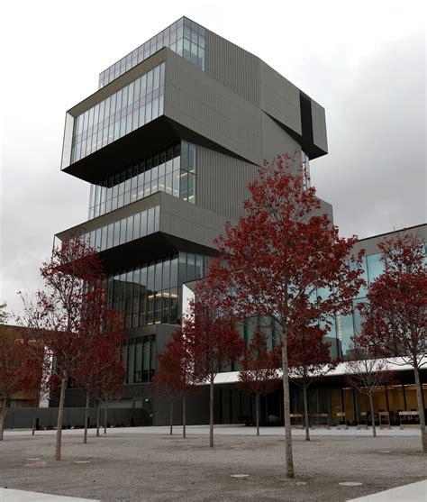 foto de Architecture or exhibitionism? The new Rubenstein Forum at