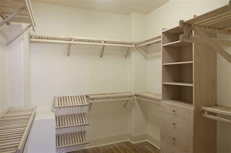 12 Beautiful Ways to Organize Your Clothes with Wood Closet Shelving   Homeideasblog.com
