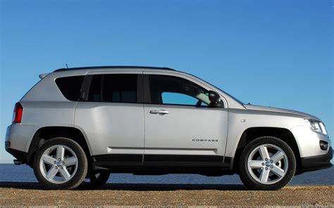 jeep compass side side pose of 2011 jeep compass uk in silver hd wallpaper