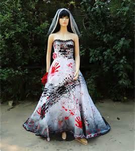 black and white corsage roadkill noirci brûlées et sanglante costume de mariée