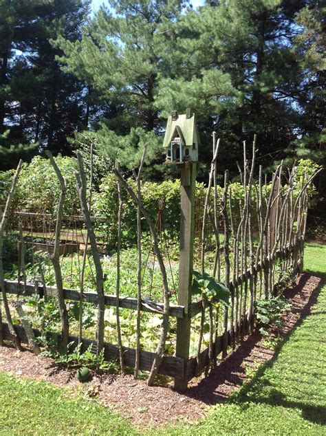 Garden Fence by 25 Ideas For Decorating Your Garden Fence Diy Yard