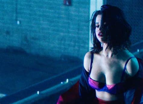 Selena Gomez Debuts Sultry Music Video For 'wolves