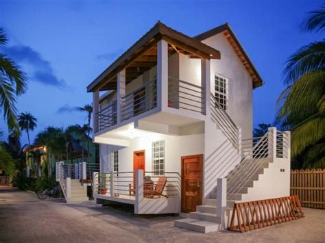 weezie s front hotel and garden cottages caye