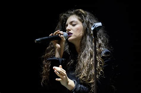 Lorde talks suffering from acne for 'years and years' | HELLO!