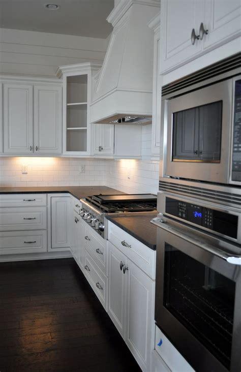 coast design kitchen and bath wellborn cabinet inc in an all american cottage coast 8237