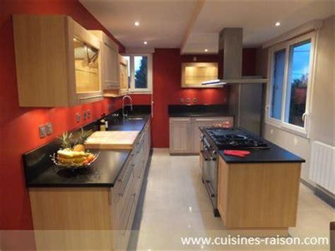 cuisine chene blanchi une cuisine et esthétique dotée de façades en chêne