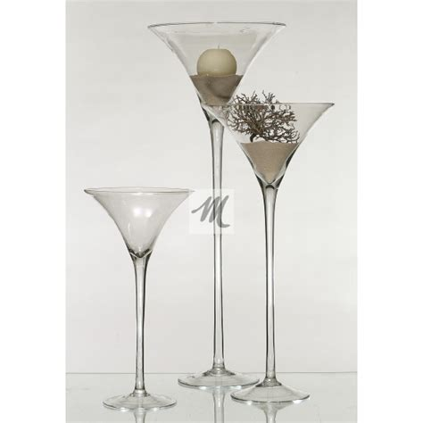 verrerie evasee sur pied en verre transparent forme verre