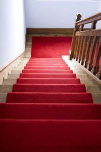 Teppich Treppenstufen Entfernen : teppich auf treppen verlegen mithilfe von doppelseitigem ~ Sanjose-hotels-ca.com Haus und Dekorationen