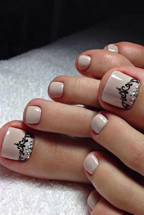 Hay infinidad de diseños para decorar tus uñas, desde algunos muy sencillos y otros bastante complejos. 53 Divertidos Diseños de Uñas para Pies