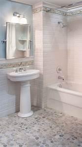 le carrelage galet pratique revetement pour la salle de bain With mosaique blanche salle de bain