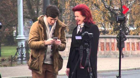 Solvita Āboltiņa ieraksta selfiju - YouTube